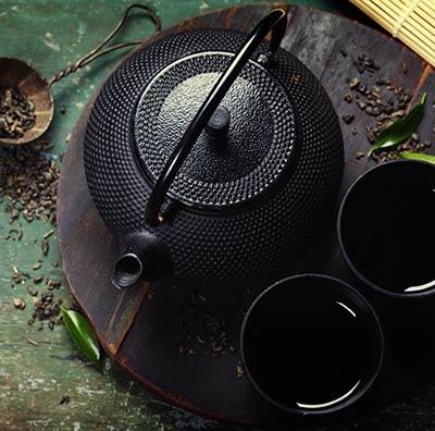 Teekannen aus Gusseisen