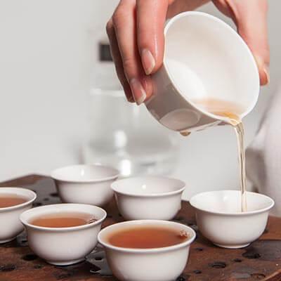 Hochwertige Tee-Sets von schlicht bis edel