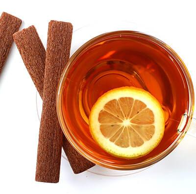 Aromatischer Früchtetee mit Zimt